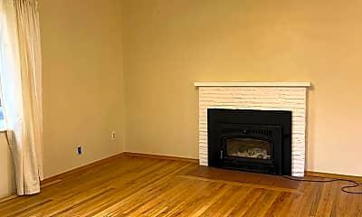 Living Room, 2737 Rainier Pl, 1