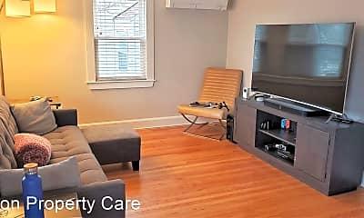Living Room, 82 Potomac St, 2