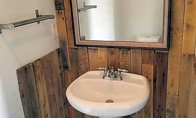 Bathroom, 14665 Perthshire Rd, 2
