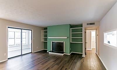 Living Room, 1001 Summit N Dr NE, 1