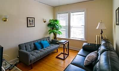 Living Room, 1104 Chicago Ave 6, 1