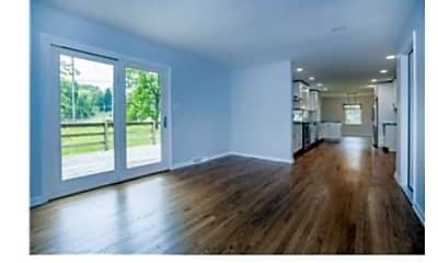 Living Room, 749 Whitebriar Rd, 2
