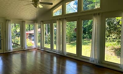 Patio / Deck, 2022 Woodbine Terrace NE, 1