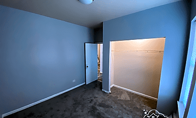 Bedroom, 5501 W Congress Pkwy, 2