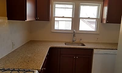 Kitchen, 911 Oakridge Ave, 1