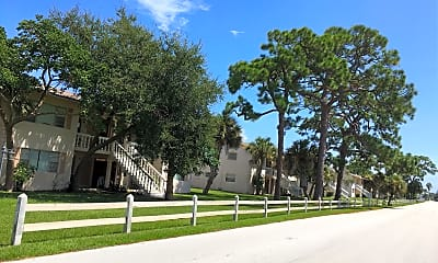 Pines Resort & Apartments, 2