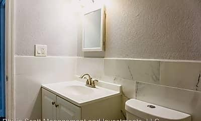 Bathroom, 5702 N Lincoln Ave, 2