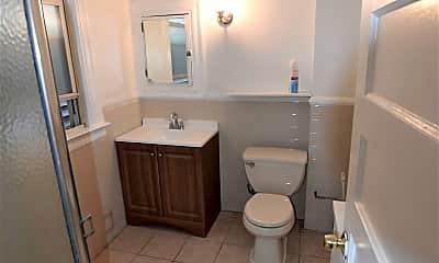 Bathroom, 304 Ann St, 2