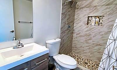 Bathroom, 3131 E Fairmount Ave, 1