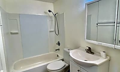 Bathroom, 2905 Glendale Dr, 2