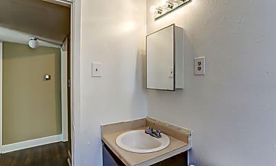 Bathroom, Longview Gardens, 2