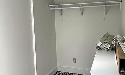 Bathroom, 511 Central Ave C, 2