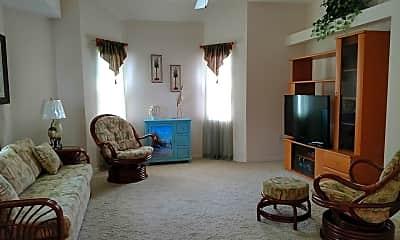 Living Room, 1112 Hillsborough Blvd, 2