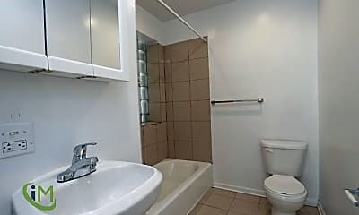 Bathroom, 4556 N Wolcott Ave, 2