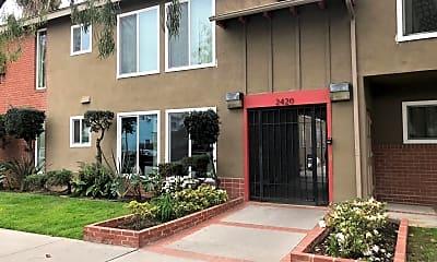 Building, 2420 E 5th St, 2