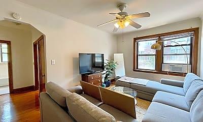 Living Room, 748 W Webster Ave, 1