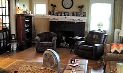 Living Room, 577 Linden Ave, 1
