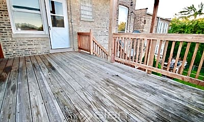 Patio / Deck, 2117 W Lunt Ave, 2