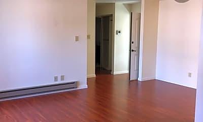 Living Room, 2221 Village Ct, 2