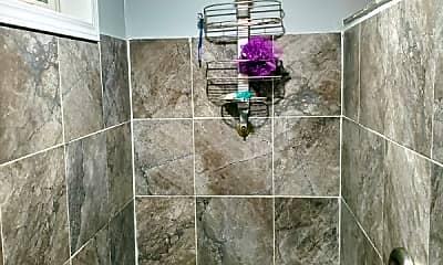 Bathroom, 631 N Kedzie Ave, 2