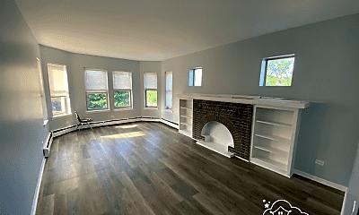 Living Room, 5501 W Congress Pkwy, 1