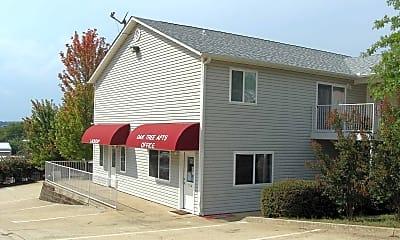 Building, Oak Tree Apartments, 1