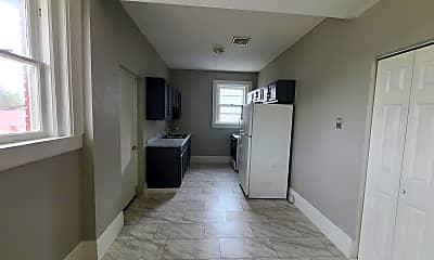 Living Room, 412 Franklin St, 1