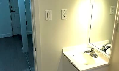 Bathroom, 2901 Riomar St, 2