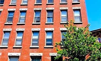 Building, 250 York St 3C, 2