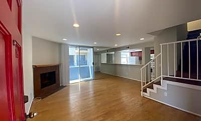 Living Room, 1529 S Bundy Dr 105, 1