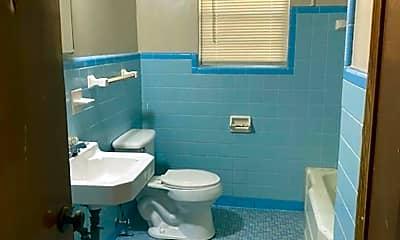Bathroom, 910 Kenny St, 2