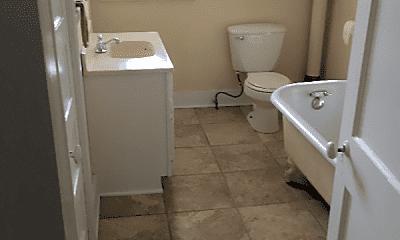 Bathroom, 401 Laramie St, 2