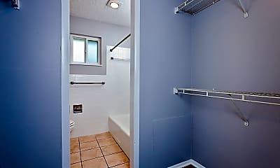 Bathroom, 2727 N Amidon Ave, 110, 1