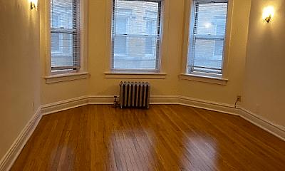 Living Room, 6964 N Sheridan Rd, 0