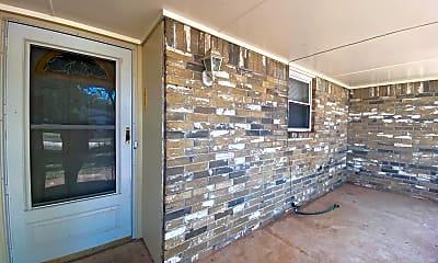 Building, 928 Sequoyah Trail, 2