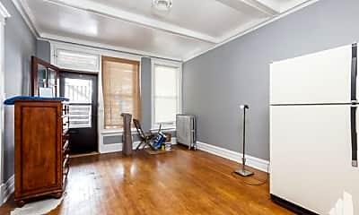 Living Room, 916 W Addison St, 1