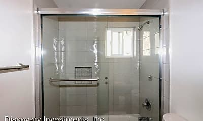 Bathroom, 562 Bancroft Ave, 2