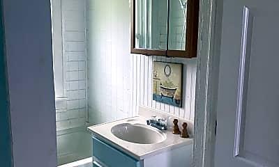 Bathroom, 1110 E Limestone St, 2