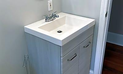 Bathroom, 11 Kerwin St, 2