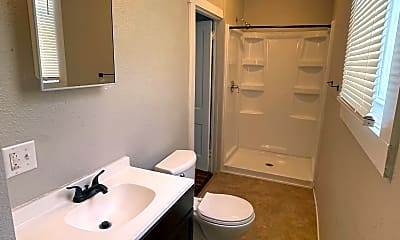 Bathroom, 1715 Sycamore St, 2