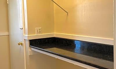 Kitchen, 716 N Linden Ave, 1