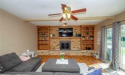 Living Room, 6130 Rosecrest Dr, 2