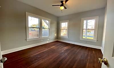 Living Room, 1047 E Highland Blvd, 2