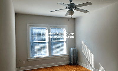 Bedroom, 1425 W Lunt Ave, 1