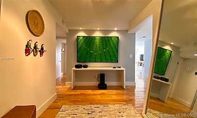 Living Room, 600 Grapetree Dr 6FN, 1