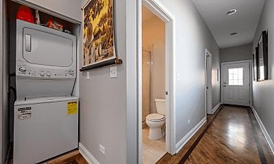 Bathroom, 2552 W Walton St, 1