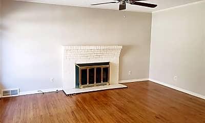 Living Room, 7531 Villanova St, 2