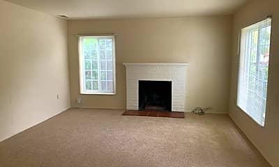 Living Room, 1032 Northwood Dr, 1