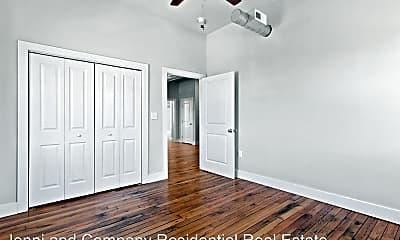 Bedroom, 112 W Irvin St, 2