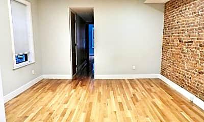 Living Room, 433 Menahan St, 1